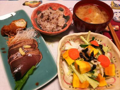 DSC_1987_0410夜-カツオのたたき、かぼちゃサラダ、みそ汁、小豆ご飯_400.jpg