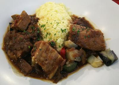 DSC_2061_0418昼・外食-牛肉の煮込みモロッコ風 クスクス添え_400.jpg