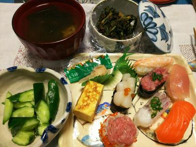 DSC_2258_0427夜-握り寿司、キュウリ、セロリの葉の佃煮、お吸い物_400.jpg