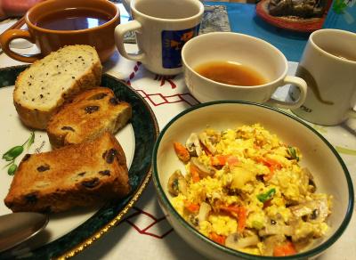 DSC_2357_0508朝-パン、マッシュルーム卵とじ、スープ、コーヒー_400.jpg