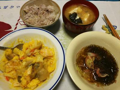 DSC_2641_0521夜-カニカマとザーサイの卵とじ、モズクミョウガ、豆腐とわかめみそ汁、雑穀ご飯_400.jpg