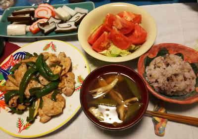 DSC_2650_0522夜-富山の蒲鉾2種、ポークピーマン炒め、トマトとレタスサラダ、オクラスープ、雑穀ご飯_400.jpg