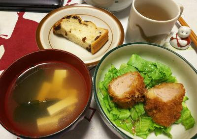 DSC_2683_0526夜-ヒレカツ、レタス、豆腐のスープ、レーズンパン_400.jpg