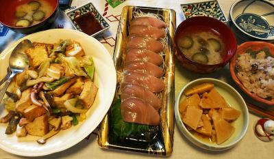 DSC_2693_0528昼-イカと厚揚げの炒め物、鰤刺身、筍煮物、ナスみそ汁、雑穀ご飯_400.jpg