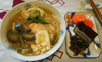 DSC_2700_0530昼食-卵みそ汁そうめん、茶葉佃煮、くろべ昆布かまぼこ、茹で人参_400.jpg