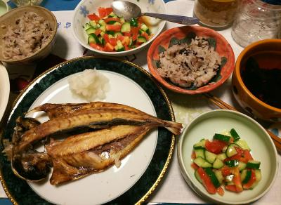 DSC_2722_0602夜-アジの干物、キュウリとトマトサラダ、お吸い物、雑穀ご飯_400.jpg