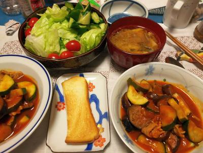 DSC_2769_0607夜-ズッキーニと豚のトマト煮、姫筍と味噌煮鯖缶のみそ汁、トマトサラダ、トースト_400.jpg