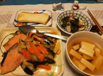 DSC_2835_0614夜-鮭と野菜の蒸し焼き、豆腐のスープ、茶葉佃煮、ミョウガ、トースト_400.jpg