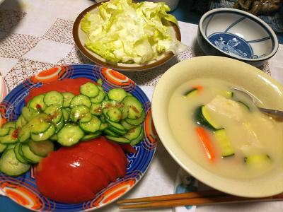 DSC_2866_0616夜-チキンクリームシチュー、トマトサラダ、レタスサラダ_400.jpg