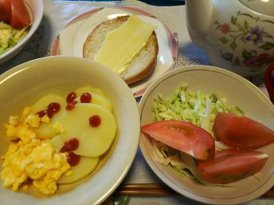 DSC_2956_0621昼-茹でジャガイモ、炒り卵、サラダ、チーズトースト_400.jpg