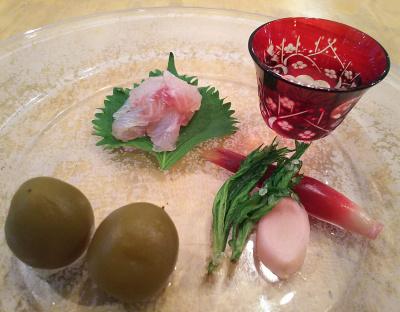 DSC_2877_0617講座-梅煮、スズキの昆布締め、ヨモギ素揚げ、生姜とミョウガの梅酢付け、切子のグラス_400.jpg