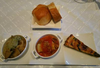 DSC_3081_0630夜・外食-コースの小皿料理3点とパン_400.jpg