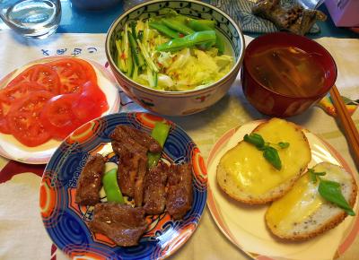 DSC_3170_0709昼-一口ステーキ、チーズトースト、サラダ、トマト、スープ_400.jpg
