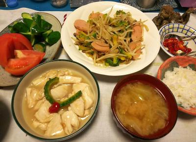 DSC_3207_0712夜-ゴーヤチャンプルー、チキン中華スープ炒め、キャベツの味噌汁、トマトとキュウリ、ゴーヤの赤い種、白ご飯_400.jpg