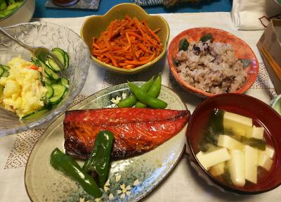 DSC_3301_0722夜-鯖の味醂干し、ポテトサラダ、豆腐の味噌汁、きんぴら人参、雑穀ご飯、枝豆_400.jpg