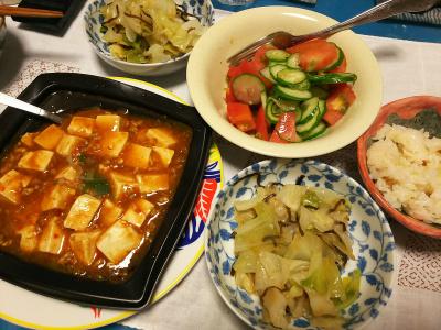 DSC_3249_0718夜-麻婆豆腐、キャベツの塩昆布和え、サラダ、すし飯_400.jpg