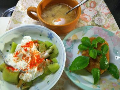 DSC_3389_0730昼-枝豆コロッケバジル添え、卵味噌汁、キーウィヨーグルト_400.jpg