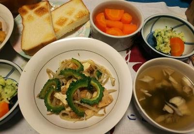 DSC_3449_0804夜-ゴーヤNo8とチキン炒め、マイタケスープ、ポテトサラダ、人参、トースト_400.jpg