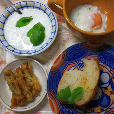 DSC_3459_0806昼-ごぼう天、バジルヨーグルト、温泉卵、チーズパン_400.jpg