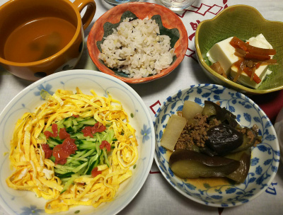 DSC_3463_0806夜-錦糸卵と梅キュウリ、ナスと大根のそぼろ煮、佃煮冷奴、雑穀ご飯、スープ_400.jpg