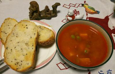 DSC_3522_0813夜-カレー風味トマトスープ、胡麻パン_400.jpg