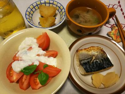 DSC_3583_0821深夜-鯖焼き、トマトヨーグルト、ジャガイモ煮、みそ汁_400.jpg