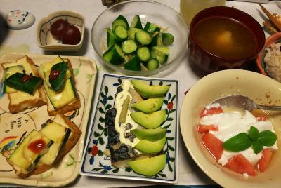 DSC_3621_0822夜-梅の砂糖煮、鯖とアボカド冷製、厚揚げズッキーニのチーズ焼き、トマトヨーグルト、キュウリ生姜酢和え、スープ、雑穀ご飯_400.jpg