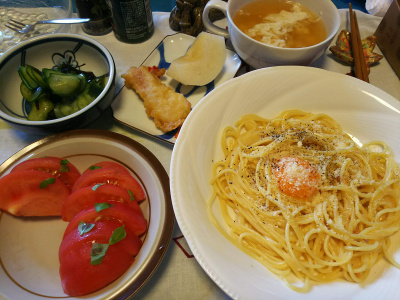 DSC_3633_0823昼-カルボナーラスパゲッティ、トマト、キュウリの酢の物、卵白スープ、鶏天ぷら、梨_400.jpg