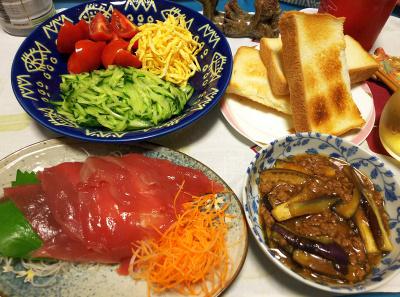 DSC_3652_0824夜-生鰹、麻婆ナス、3色サラダ、トースト_400.jpg
