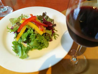 DSC_3690_0829昼・外食-サラダ、赤ワイン_400.jpg