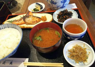 DSC_3758_0904昼・外食-鮭とサワラ粕漬 刻み生姜添え、ヒジキ煮物、ちりめん山椒、みそ汁、ご飯_400.jpg