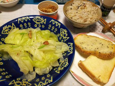 DSC_3767_0904夜-温キャベツ へしこ風味、納豆、胡麻パンまたは縄文ご飯_400.jpg