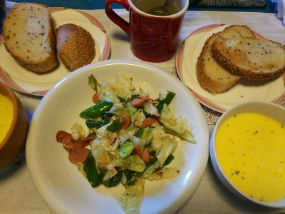 DSC_3805_0909昼-キャベツとソーセージ炒め、枝豆冷製スープ、胡麻パン_400.jpg