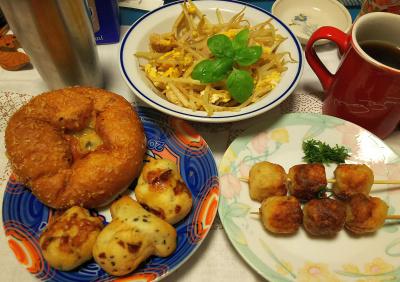 DSC_3818_0910夜-つくね、カレーパンとチーズパン、モヤシ炒め_400.jpg