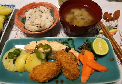 DSC_3924_0915夜-鮭と野菜焼き、カキフライ、スダチ添え、みそ汁雑穀ご飯_400.jpg