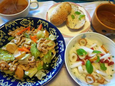 DSC_3956_0919昼-ポークとエリンギとキャベツ炒め、ちくわと砂糖漬け梅の大根サラダ、胡麻パン、スープ_400.jpg