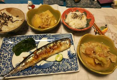 DSC_4219_0930夜-サンマとピーマン焼き金柑添え、キャベツ煮物、塩昆布白ご飯_400.jpg
