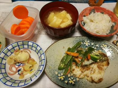 DSC_4223_1001夜-タラソテー、茹で人参、豆腐みそ汁にミョウガ、白ご飯_400.jpg