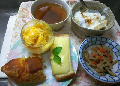 DSC_4256_1005昼-ブリオッシュ、チーズトースト、エッグマフィン、レンコンきんぴら、バナナヨーグルト、スープ_400.jpg
