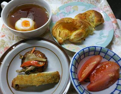 DSC_4344_1013昼-チキンフライ、豆腐バーグ、トマト、温泉卵スープ、チーズデニッシュ_400.jpg