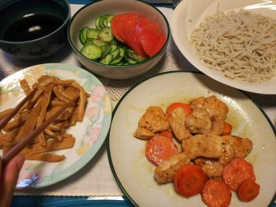 DSC_4350_1014昼-チキンと人参ソテー、お揚げと生蕎麦、トマトサラダ_400.jpg