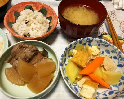 DSC_4376_1015夜-ぶり大根、鶏と厚揚げとジャガイモのスープ煮、ミョウガみそ汁、雑穀ご飯_400.jpg
