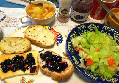 DSC_4384_1016昼-ジャムパン、サラダ、チキンスープ煮_400.jpg