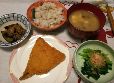 DSC_4399_1019昼-小松菜おひたし、アジフライ、なめこ味噌汁、あさりと椎茸佃煮、雑穀ご飯_400.jpg
