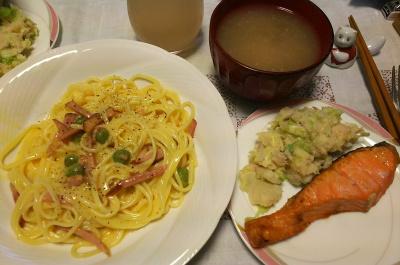 DSC_4447_1020夜-鮭焼き、ポテトサラダ、カルボナーラスパゲティ、なめこみそ汁_400.jpg