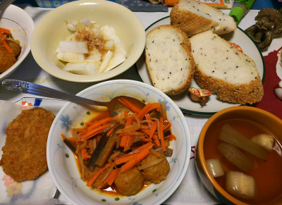 DSC_4525_1030夜-ミートボールと野菜のトマトソース煮、スープ、大根サラダ、胡麻パン、かぼちゃコロッケ_400.jpg