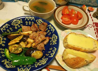 DSC_4529_1031夜-ローズマリー添えレモン風味ビーフステーキ、ナスピーマンエリンギ焼き、チーズトースト、ミニトマト、青梗菜のスープ_400.jpg