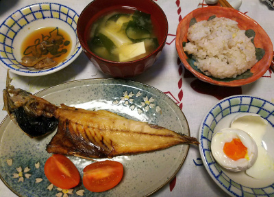 DSC_4576_1105夜-アジの干物、温泉卵、あさり佃煮、みそ汁、縄文ご飯_400.jpg