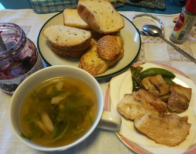 DSC_4639_1111昼-チキンソテー、スープ、胡麻パン、ジャム_400.jpg