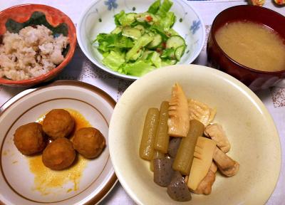 DSC_4666_1114夜-肉団子、筍とふきの炊き合わせ、サラダ、実の汁、小豆ご飯_400.jpg